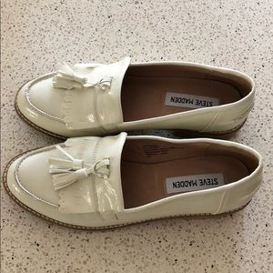 Steve Madden 7M creme leather loafers